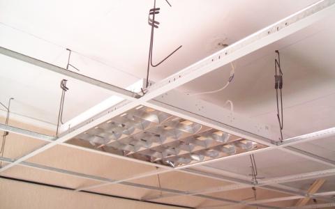 установка потолочных конструкций